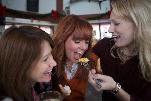 girls-eating-500
